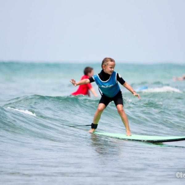 La première glisse avec l'école de surf Aloha